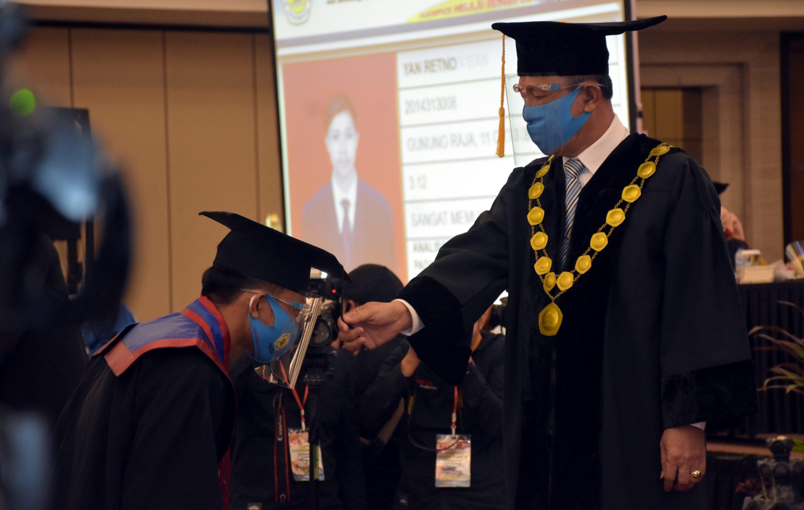 Terapkan Protokol Kesehatan Universitas PGRI Palembang Selenggarakan Wisuda