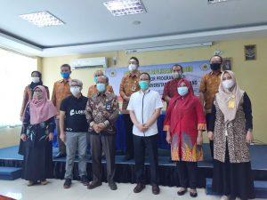 Operator Program Studi FKIP mengikuti Pelatihan Pengisian Feeder