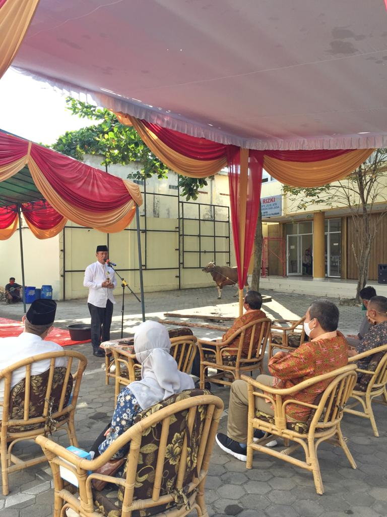 Rayakan Idul Adha 1441 H Universitas PGRI Palembang Bagi-bagi Daging Kurban